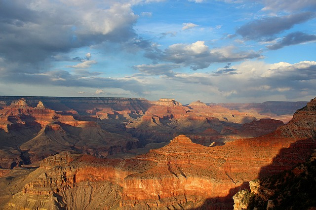 A sweeping view of the Grand Canyon from the top